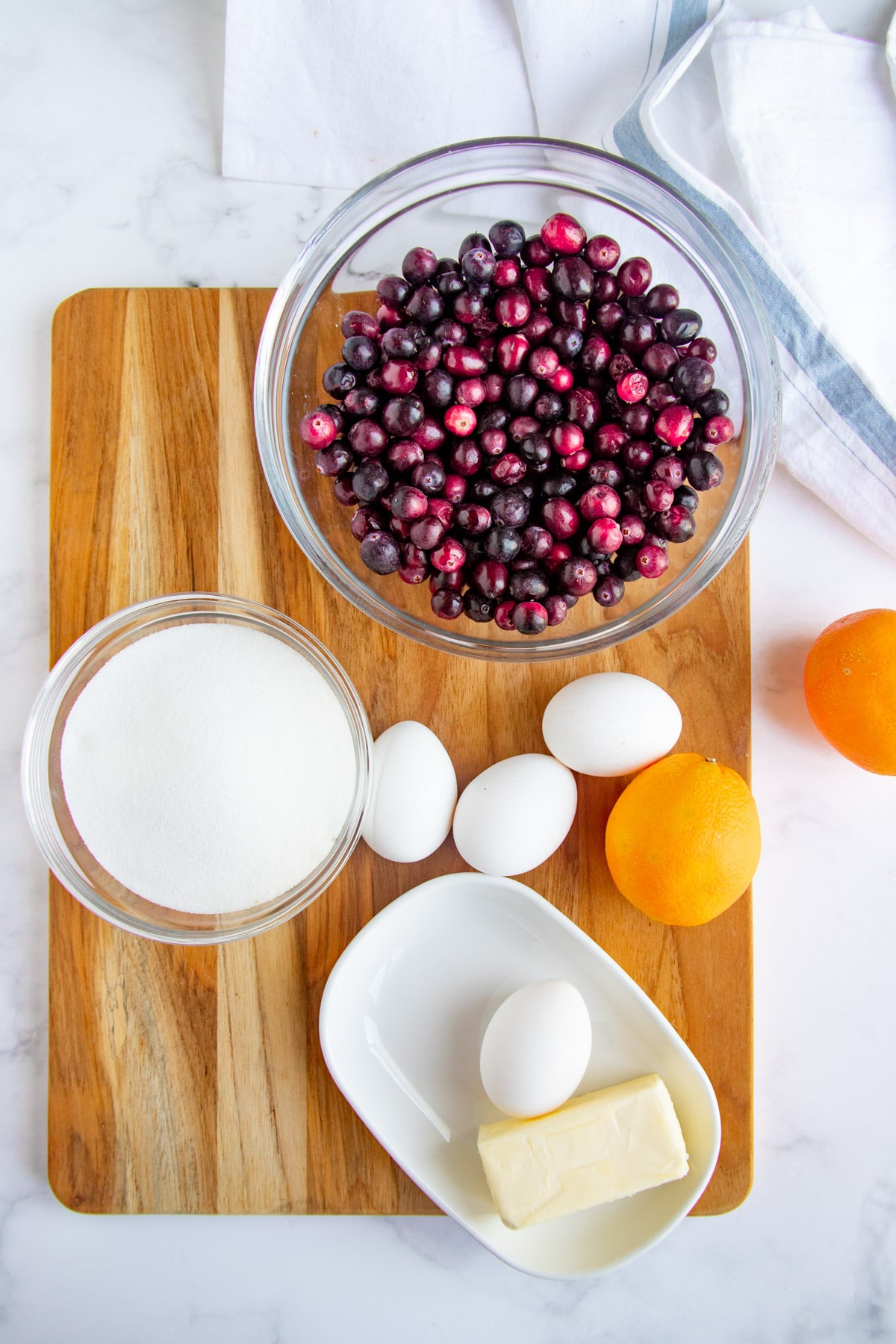 The  cranberry curd ingredients - fresh cranberries, sugar, yellow, eggs and fresh oranges