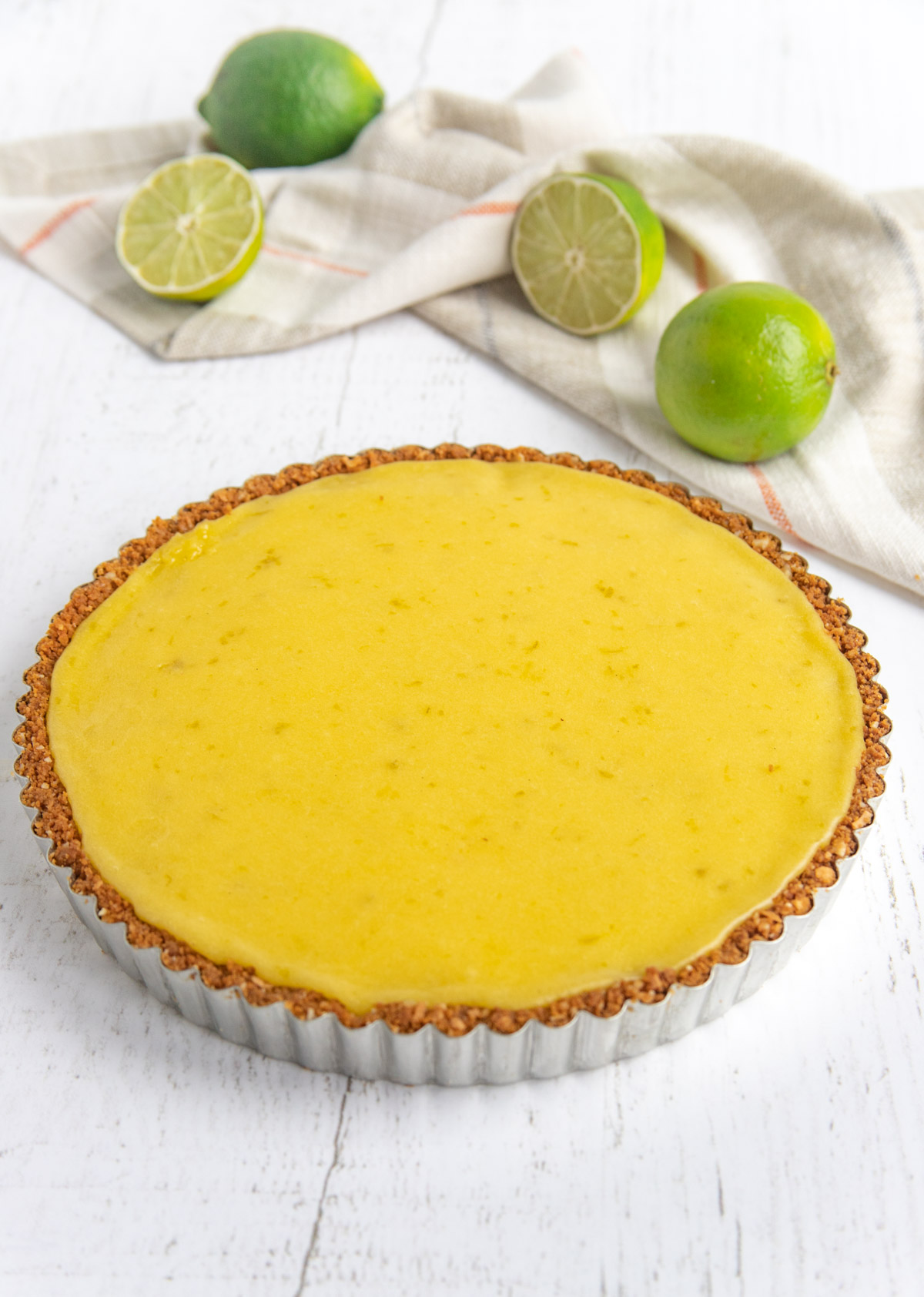 Tart baked with roasted pineapple and